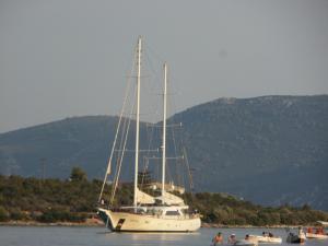 tavernakorfos yacht 42